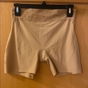 Assets by Spanx Shaper Shorts Nude Size Large